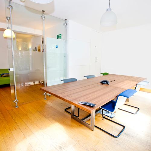 Konferenz Raum mit Stühlen