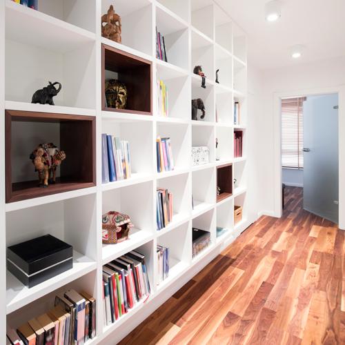 Weisses Bücherregal