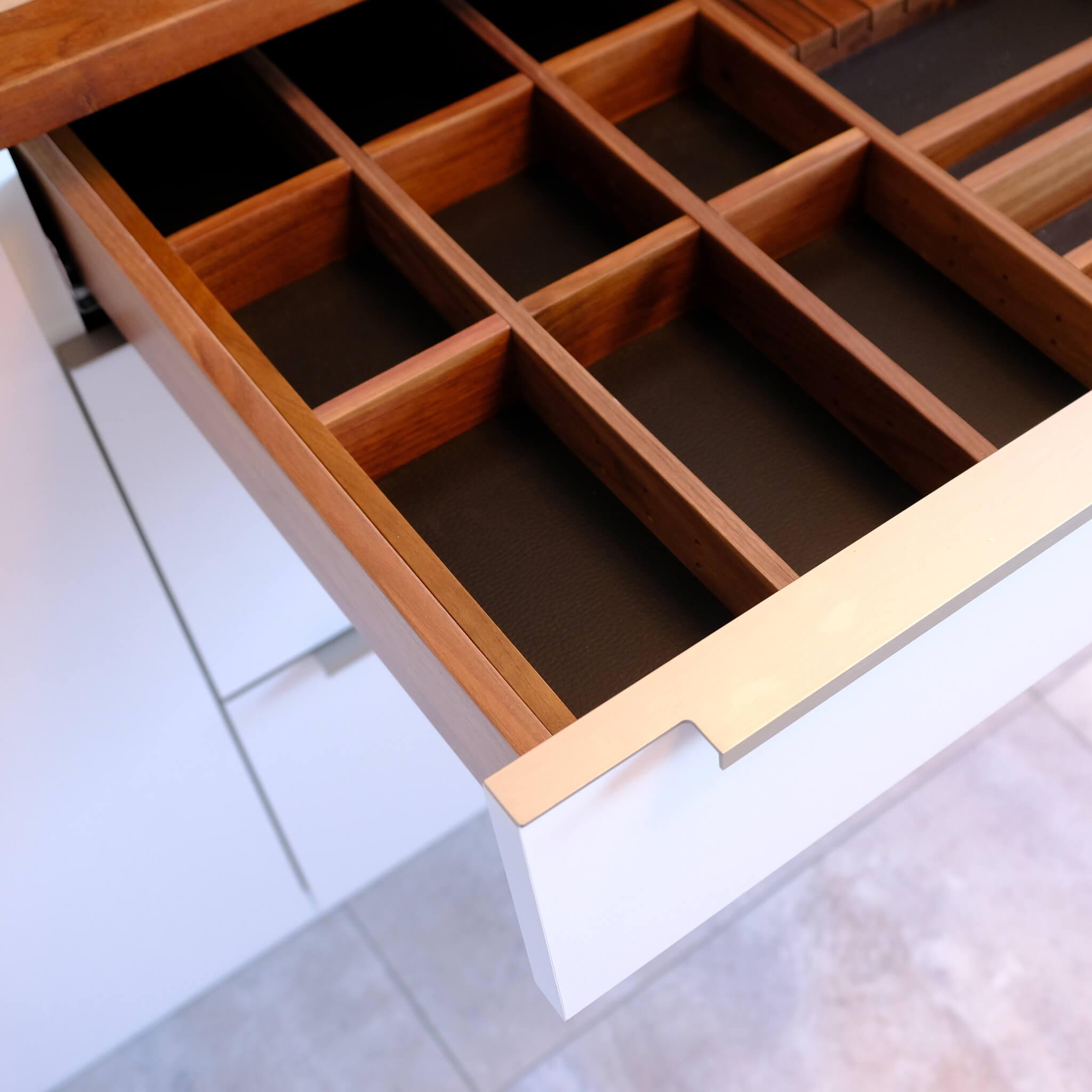Schubkasten Küche Nussbaum mit Leder BA Möbeldesign