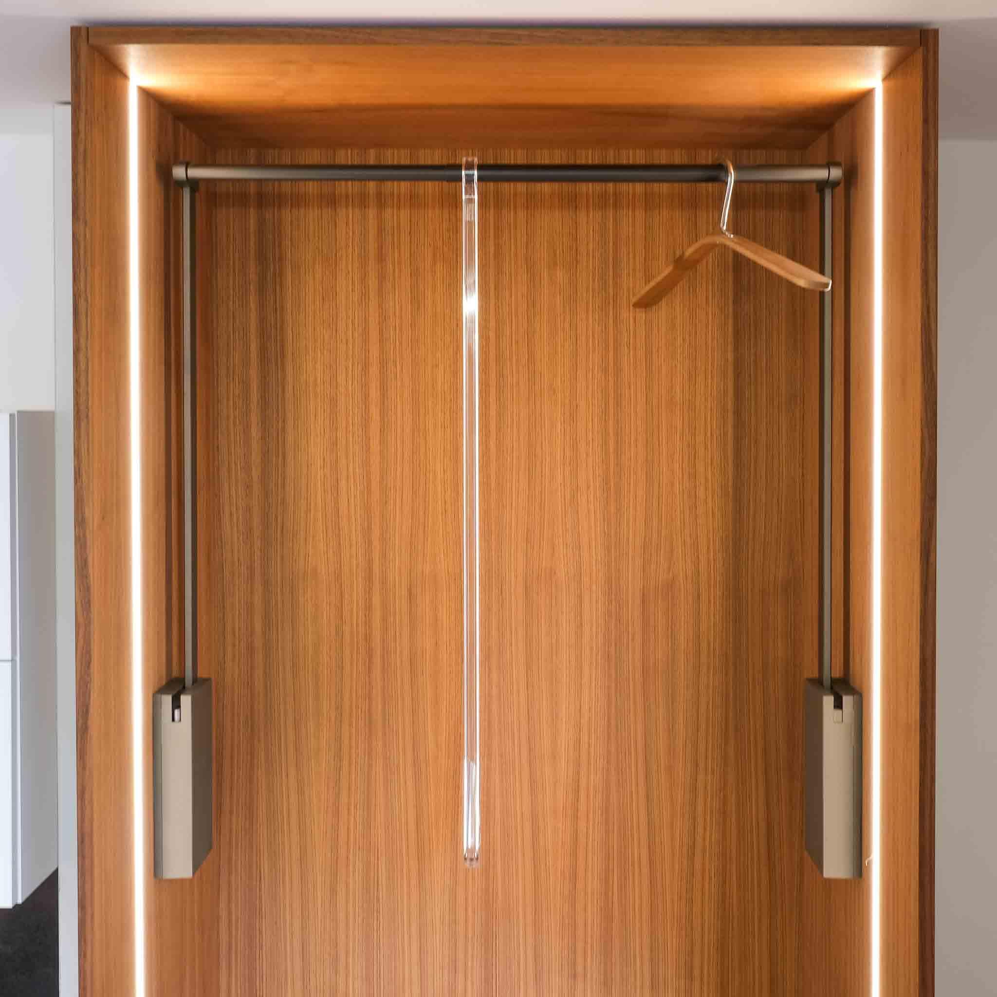 ba-moebeldesign-Kleiderlift-einbauschrank